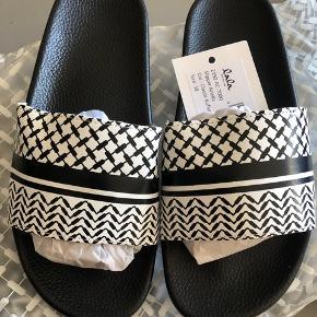 Helt nye Lala Berlin sandaler  Str.38 små i str. Np. 220kr Mp. 220kr Sendes med DAO (43kr)