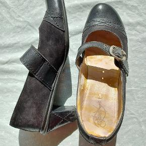Eject heels