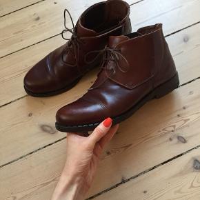 Vintage ankelstøvler med snørrebånd. Brun læder. Str. 40. Mærke: Bronx by Dukmans.