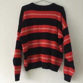 Rød, sort og hvid stribet vintage sweatshirt strik, str. M/38-40, men er meget oversized