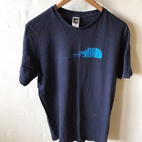 Har mange forskellige t-shirts til salg på min profil, fra mærker som Adidas, Nike, The North Face, Hugo Boss, mm.