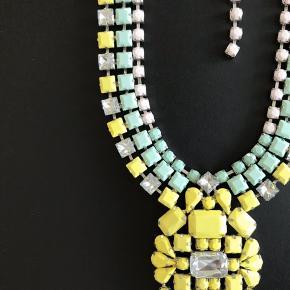 Den smukkeste By Malene Birger statement halskæde i pastel farver sælges 💛  Halskæden er aldrig brugt og er i perfekt stand uden fejl 💚  Kan afhentes i Vanløse eller sendes på købers regning. Ved TS handel er 5% af købsprisen på købers regning.  Bytter ikke 💛