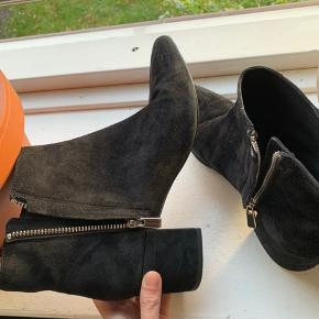 Black suede pointed ankle boots from & other stories, i rarely use it there is a some little stain but its still in a good condition :)