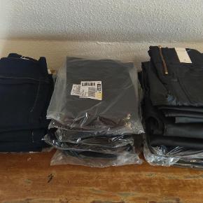 Helt nye leggings. 2 modeller, alle er størrelse XS/S. Pris 75 kr. stk. plus porto.  Leggings Farve: Sort