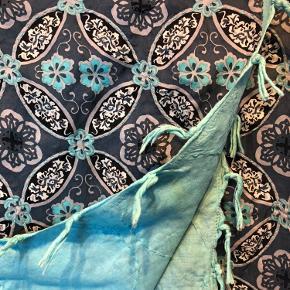 Ægte kvadratisk silketørklæde fra Noa Noa💙💜