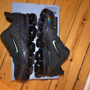 Sælger mine Nike Air Vapormax 360 Triple Black Trainers, da jeg ikke får dem brugt. Helt nye, kun prøvet på :)