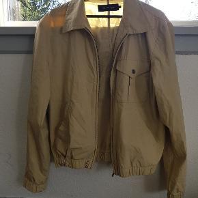 Base Matinique jakke i en Large, men den kan sagtens passes af en medium Har inderlomme✔ God stand 7.5/10 Kan afhentes i Århus eller den kan sendes på købers regning for 40kr
