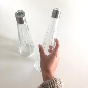 Vinkarafler  2 stk. vinkarafler i glas fra Rosendahl i serien Grand Cru. Kun brugt få gange.  Prisen er for 2 stk.