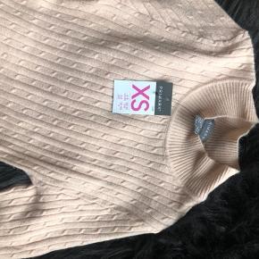 Fin bluse i dejlig pastel lyserød. Stadig med mærke på.