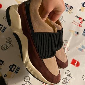 Jeg sælger mine flotte Billi Bi sneakers i str 41 😊 Jeg tænker 200 kr er en fair pris 👍🏻