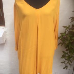 Ny bluse fra My True Time,  der er et fejlkøb. Brystmålet er 2 x 74 cm Længde 85 cm Viscose Rabat ved køb af flere dele