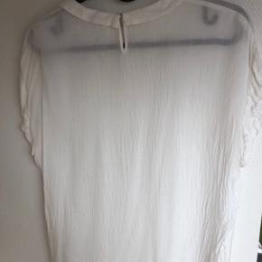 Samsøe Samsøe t-shirt. Str XS. 100% viscose. Afhentes i Aarhus.