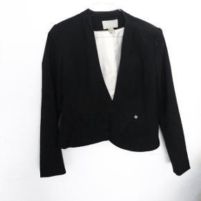 H&M blazer   størrelse: 34   pris: 75 kr   fragt: 37 kr