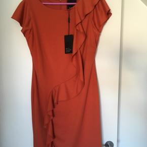Helt ny, smuk kjole str. LNMM