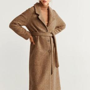 Spritny. Et fejlkøb da jeg fik en anden lignende frakke.  Nypris 999 kr.  Farven er camel.