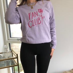 Wood Wood sweatshirt i pastel lilla med skriften 'Fan club'