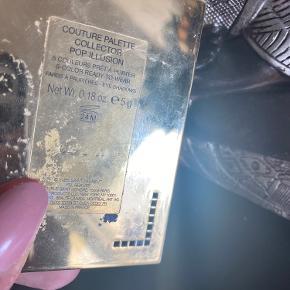 🌷 Prisen er fast og ekskl. fragt 🌷 Fejlkøb herindefra. Yves Saint Laurent pop Limited edition. Vejl. Netpris 530,-  YSL øjenskyggepalette med 4 ud af 5 farver. Den lyseblå der er tom, var smadret ved modtagelse og derfor mangler den! Den guldfarvede er prøvet én gang, den blå, Rosa og marineblå er ikke brugt. Prisen er selvfølgelig sat udfra at den ene farve mangler i paletten. 😊
