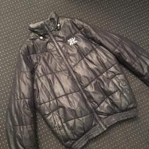 Sælger denne jakke   Holdbare til det kolde vejr   Str M