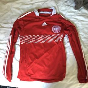 Danmarks VM 2010 spilletrøje med lange ærmer. Den er købt i 2011, men er egentlig brugt ganske lidt (har den kun på når Danmark spiller landskamp)