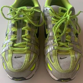 Super lækre Nike P-6000 sneakers. Brugt i en kortere periode, så har lettere tegn på slid. Str. 41 🤍
