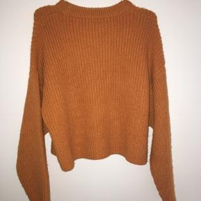 Sælger denne mega fine sweater, da jeg ikke går med den længere! Har kun gået med den tre gange, men har fået så mange komplimenter, når jeg har haft den på! Den sidder netop virkeligt fint på, og har en rigtigt efterårs flot orange farve!  Sender kun! Køberen betaler fragt.