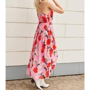 Sælger min vildt flotte nederdel fra Gestuz byd men bytter også 💗🌸