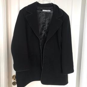 Super fin blazer jakke fra Studio i str 52/54. Den har super god pasform og dejlig at have på! Den er som ny og fejler intet    🌴Sender gerne! Få billig Porto via Tradonos handelssystem🌴