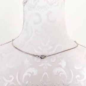 Flot sølvkæde, måler 44 cm, rigtig fin.