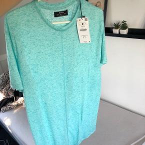 T-shirt, medium men lang Sælges for 50kr Aldrig brugt med mærke på
