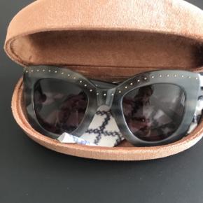 Helt nye, smukke solbriller 😍 Jeg har ikke brugt dem og synes virkelig, at nogen skal have glæde af dem!