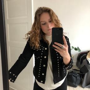 Gina tricot jakke købt af Mathilde Gøhler:)