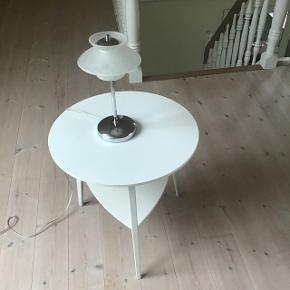 Bord. 50cm højt, diameter 49cm.