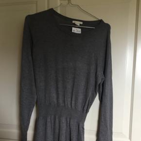 Helt ny strik kjole fra H og M aldrig brugt i størrelse small stadig med mærke i
