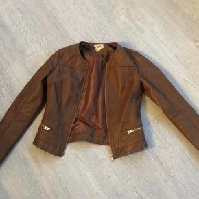 Fin læderjakke i brun, str. xs