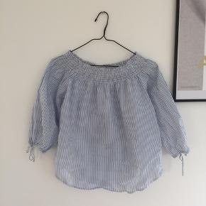 Stribet off-shoulder top fra H&M str 34