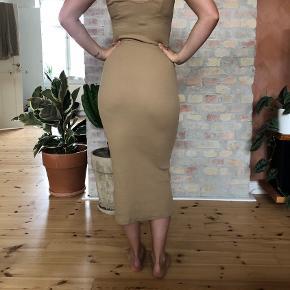Flot stram kjole, kun brugt 2 gange