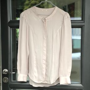 Skriv endelig ved flere spørgsmål  Se også mine andre annoncer ☺️ 100% silke  Som ny