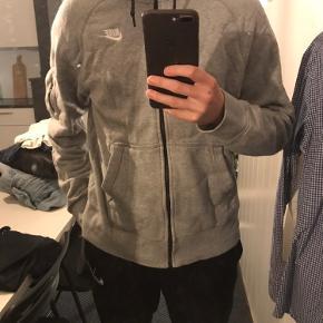 Nike hættetrøje i str small
