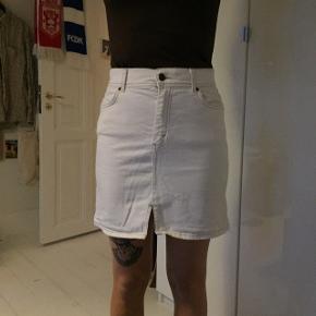 Fin hvid nederdel
