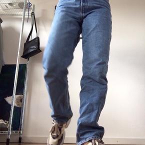 Kom med bud🤩Str 29/30, dsv er de for store til mig i hoften, derfor sælges disse ellers mega nice jeans🌸🌼 hedder Rowe Extra High Straight Jeans🌞