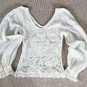 Ægte Dolce&Gabbana bluse, made in Italy. 100%bomuld. Brugt, men i rigtig god stand, passede godt på!
