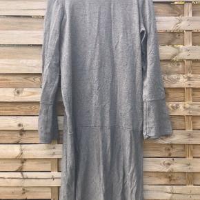 Kjole fra Noa Noa. Den er ikke blevet brugt og fejler ingenting, kommer fra røgfrit hjem.