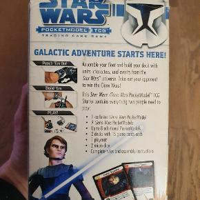 Starter sæt til Star Wars Pocketmodel Trading Card Game til 2 spillere. Anakin's Assault Force.   Indeholder alt, hvad man har brug for at komme igang med at spille.  1 exclusiv model, mere end 12 andre modeller, 30 kort, 2 mikroterninger og 1 spillemåtte samt regler.   Se vores andre annoncer, hvor vi har flere udvidelser til Star Wars Pocketmodel Trading Card spil.