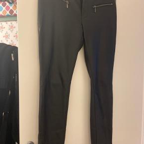 Super fede lækre bløde coatede bukser med masser af stræk str 44 Bomuld indeni, så de er åndbare.  Brugt 1 gang desværre købt for store :-(