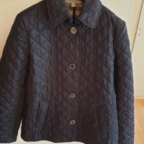 Burberry jakke blå ,Nypris ca.5000 . Tlf. 22329369