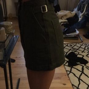 Missguided khaki cargo nederdel str 34 aldrig  brugt. Ingen bytte