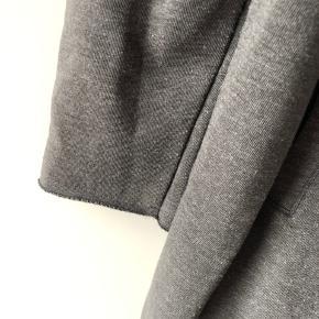 Dejlig blød jakke/cardigan med hætte.
