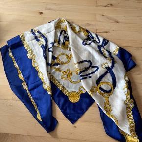 Kan både bruges som tørklæde og som top, da det er meget stort og tykt i stoffet. God kvalitet.