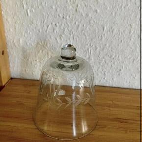 Glas klokke - 10h 8,5 dia -fast pris -køb 4 annoncer og den billigste er gratis - kan afhentes på Mimersgade 111 - sender gerne hvis du betaler Porto - mødes ikke andre steder - bytter ikke
