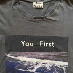 acne studios you first t-shirt, den er brugt men i god stand !